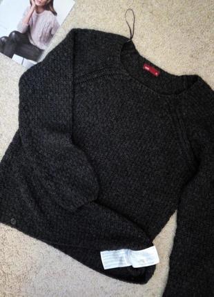 Графитовый свитер красивой рельефной вязки
