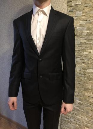Мужской выпускной костюм