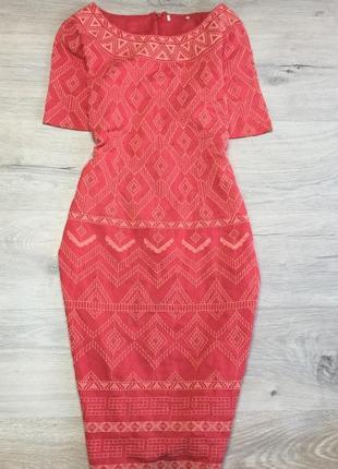 Коралловое платье с вышивкой