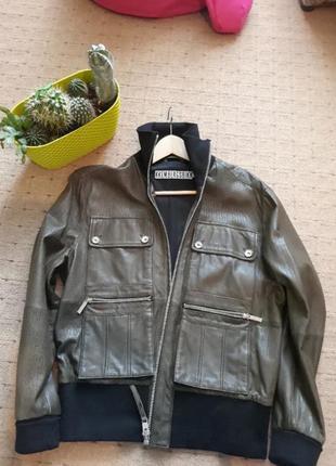Kkembergsbikk. женская куртка,выполнена из перфарированой кожи, цвета хаки.