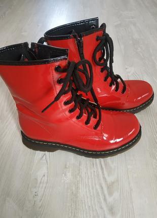Очень крутые ботинки! состояние новых, кожа