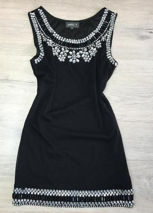 Чёрное платье с камнями