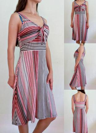 Актуальное платье в полоску с завязкой на груди 12