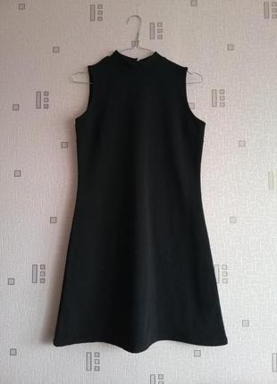 Маленькое чёрное базовое платье футляр с закрытой шеей