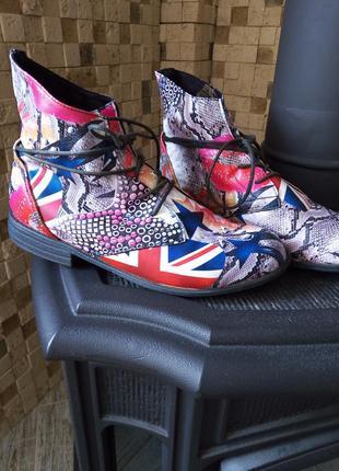 Ботинки с ярким принтом утеплённые размер 40