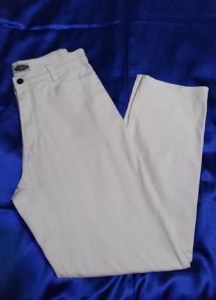 Отличного  качества белые джинсы  stooker  31 р.
