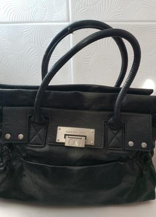 Стильная сумка  calvin klein чёрного цвета с качественной фурнитурой