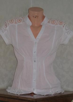 Белая хлопковая блуза с коротким рукавом