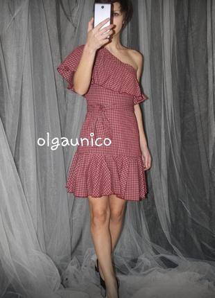 Превосходное клетчатое платье с воланом