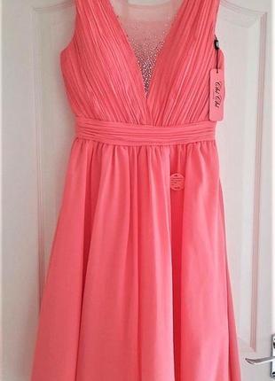 Нежное нарядное коралловое миди платье на торжество от премиального бренда chi chi london