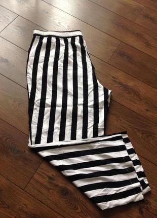 Свободные брюки  с 2 - карманами,  размер-58-60, вискоза-100%.,бренд.  divided