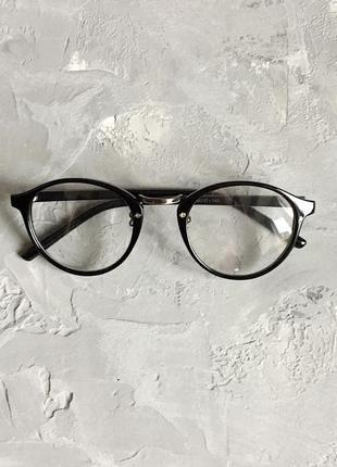 Винтажные имиджевые очки с чёрной глянцевой оправой