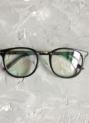 Имиджевые унисекс очки с черной матовой оправой
