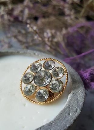 Брошь кристаллы яркая сверкает значек золотая крупная граненая
