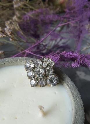 Брошь кристаллы яркая сверкает значек серебряного цвета крупная граненая