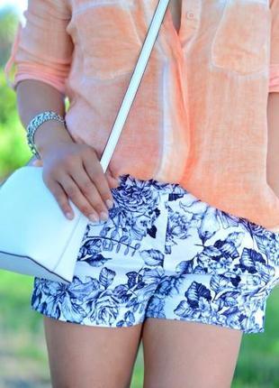 Стильные шорты в цветочный принт