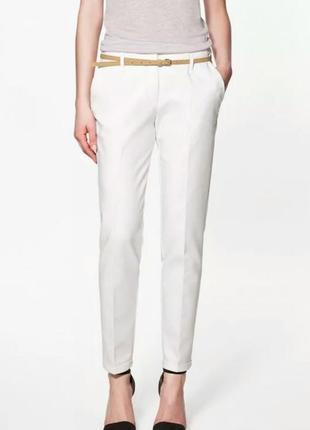 Белые классические офисные штаны брюки со стрелкой и карманами от zara