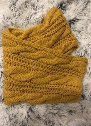 Яркий желтый сеуд, шарф