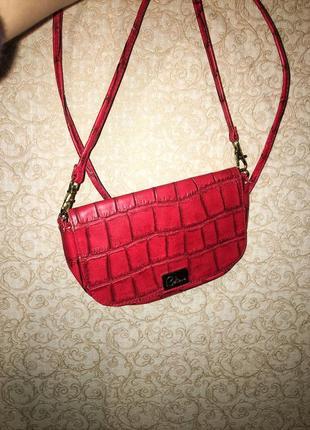 Стильная красная сумочка-клатч под кожу крокодила