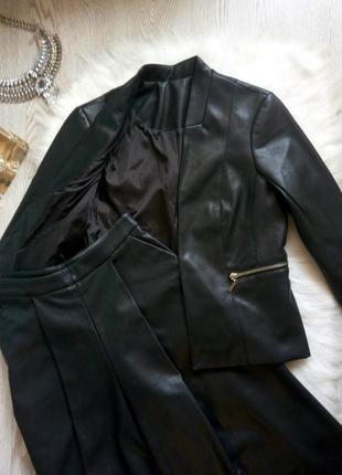 Черный кожаный пиджак эко кожа с карманами короткий рукав без воротника кожзам