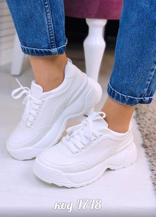Кроссовки белые из эко-кожи на высокой белой платформе