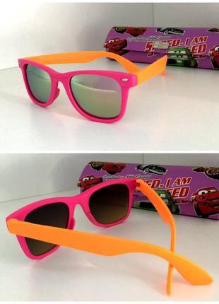 Яркие солнцезащитные детские очки