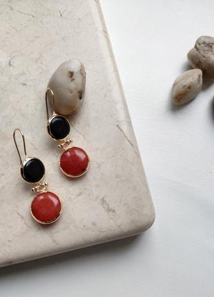 Стильные серьги «ягодная классика», натуральный агат и сердолик, позолота 24 карата