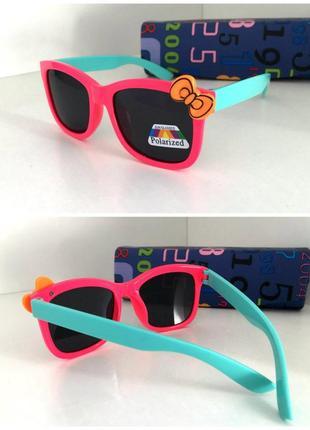 Яркие солнцезащитные очки для девочки линзы поляризованные