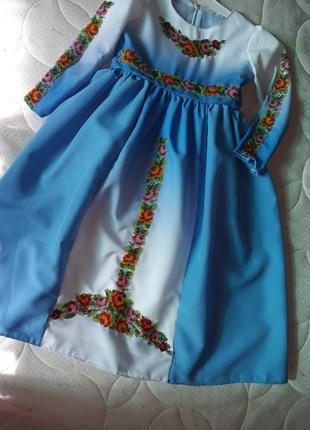 Вышитое нарядное платье