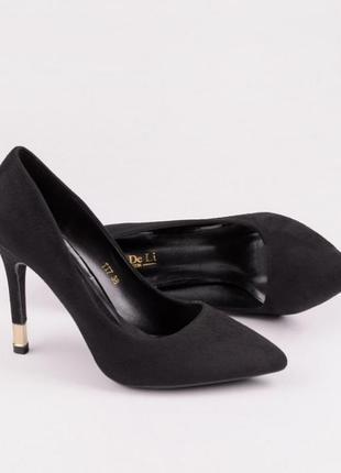Черные замшевые туфли лодочки на шпильке с золотым каблуком