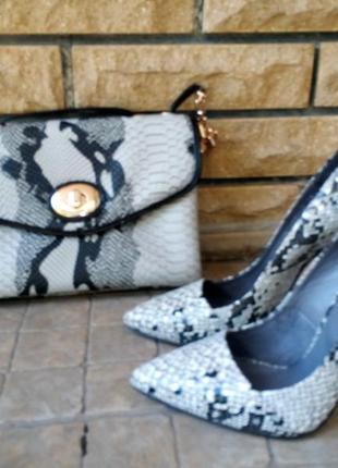 Шикарные туфли-лодочки под рептилию