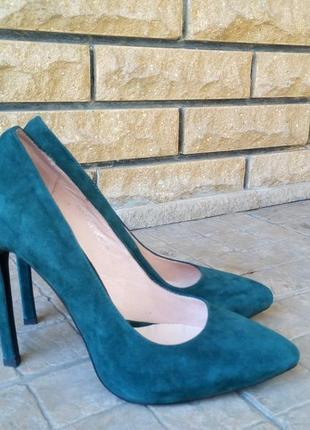 Элегантные туфли зелёного цвета
