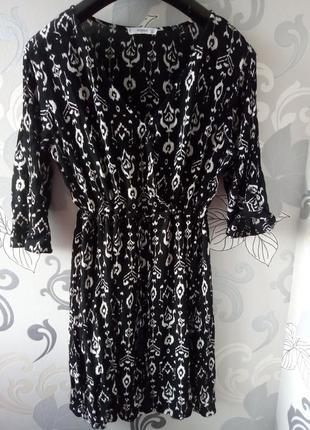 Черное в цветы прин цветы короткое платье на запах mango, платье халат, вышиванка
