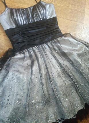 Шикарное праздничное выпускное платье,на торжество