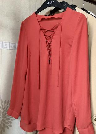 Корраловая блуза со шнуровкой