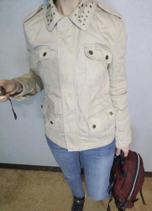 Крутая коттоновая курточка нежного цвета с декором