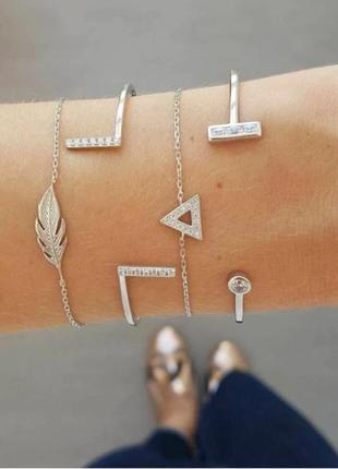 Набор браслетов 4 штуки ( браслеты серебристого цвета с подвесками листок, треугольник )