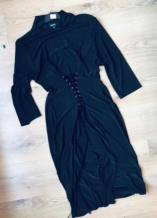 Элегантное платье со шнуровкой на талии