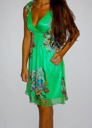 Красивое шёлковое яркое платье