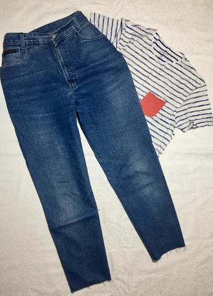 Крутые mom jeans ( мам джинсы , синие , бананы ) укорочённые с бахромой