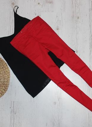 Красные  джинсы змейка на попе