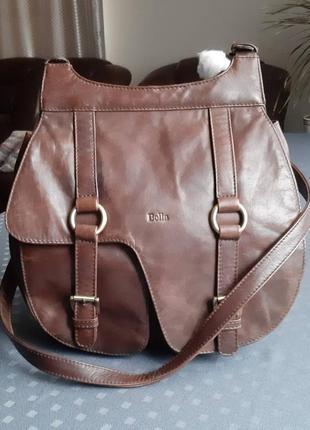 Кожаная коричневая сумка на длинном ремешке фирмы bolla