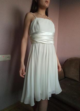 Нарядное ,нежное платье.