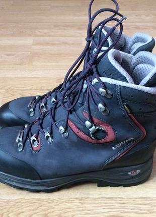 Трекинговые ботинки lowa 42 размера с мембраной gore-tex в идеальном состоянии