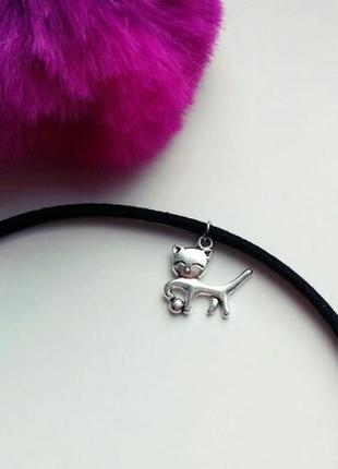 Чокер замшевый черный с подвеской котик с мячиком античное серебро