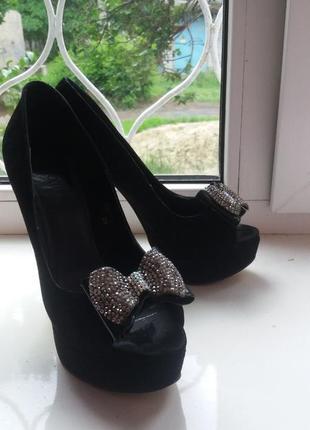 Нарядные босоножки,туфли на высоком каблуке