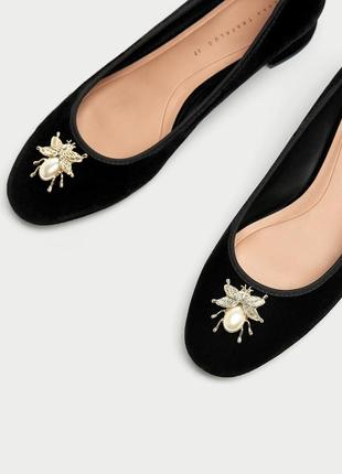 Бархатные туфли на низком каблуке zara классика балетки