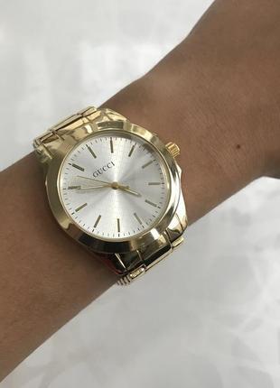 Женские наручные модные металлические часы золотистые1 фото