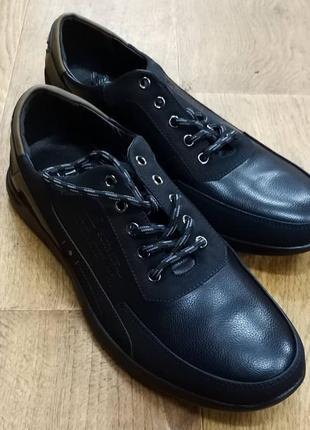 Нове чоловіче взуття.