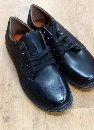 Нові чоловічі туфлі.